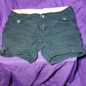 No boundaries black shorts